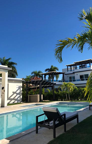 Las Palmas villas are in a gated community right on the ocean