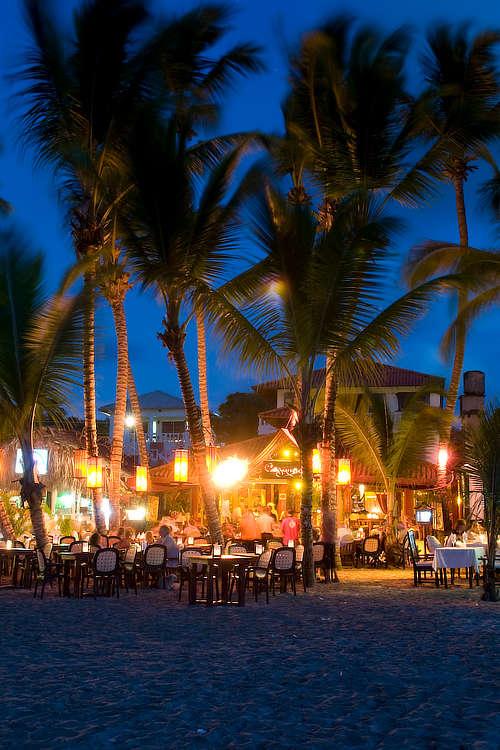 Playa Cabarete y restaurantes de noche